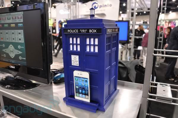 Speakal TARDIS IPod/Phone Speaker Dock Tardis-01062010