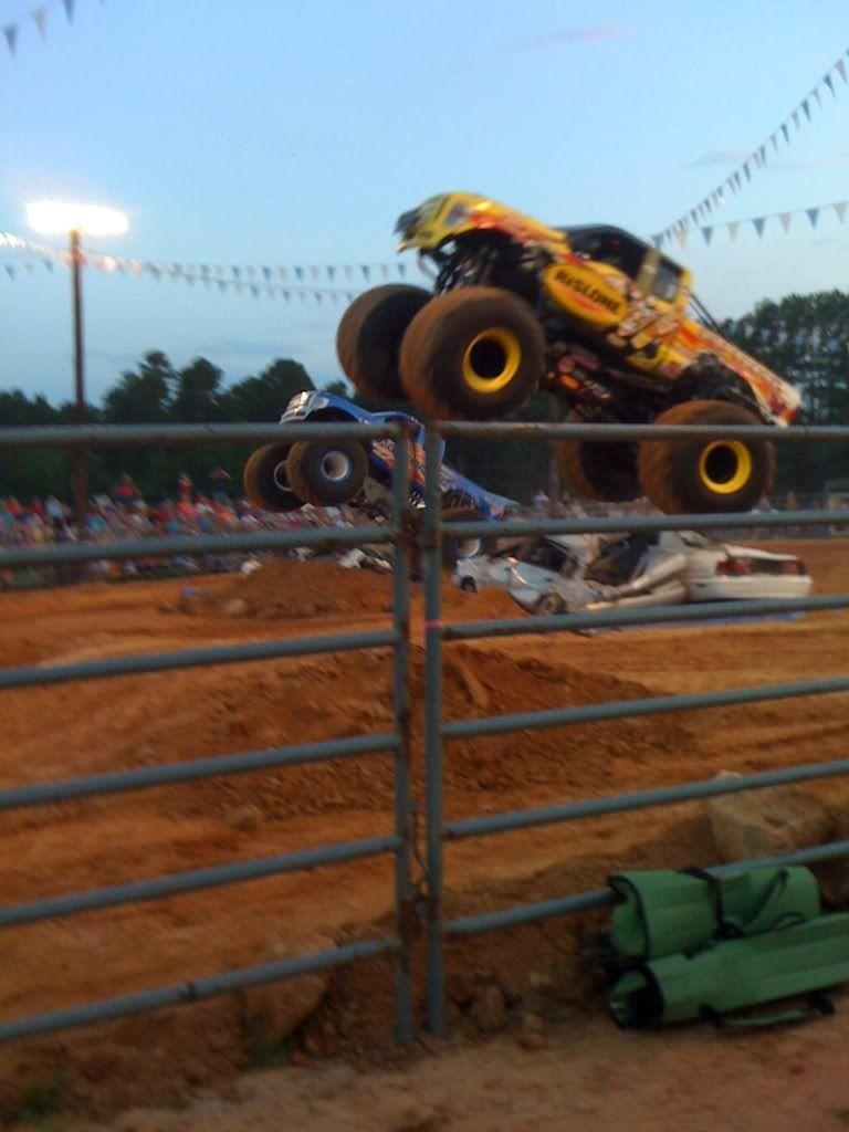 monster trucks friday night  E7e46643