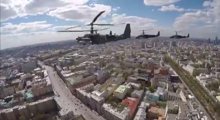 El desfile militar en la Plaza Roja de Moscú celebra la victoria sobre el nazismo 9-5-2015%2017.5.33%2012_zpshtbas202