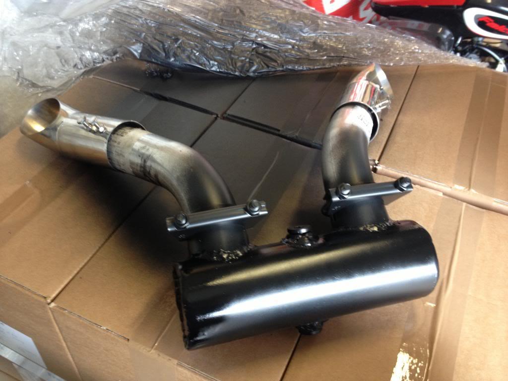 New Custom Briggs Opposed Twin Exhaust? IMG_1811_zps53ae6b17