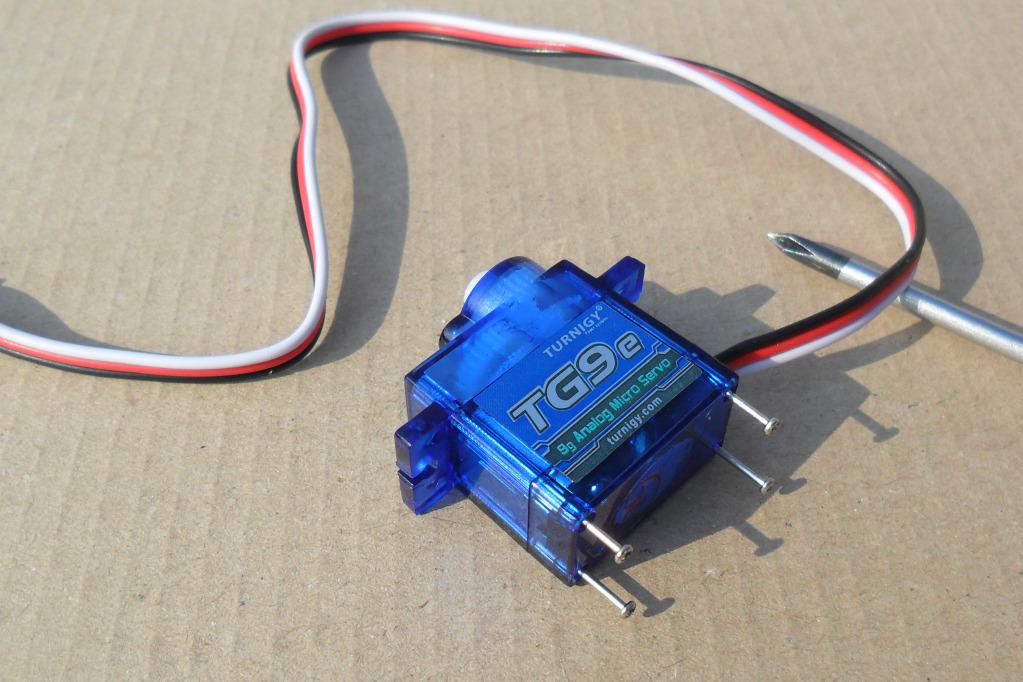 Instructions To Make Continuous Motor From A Servo SAM_0998