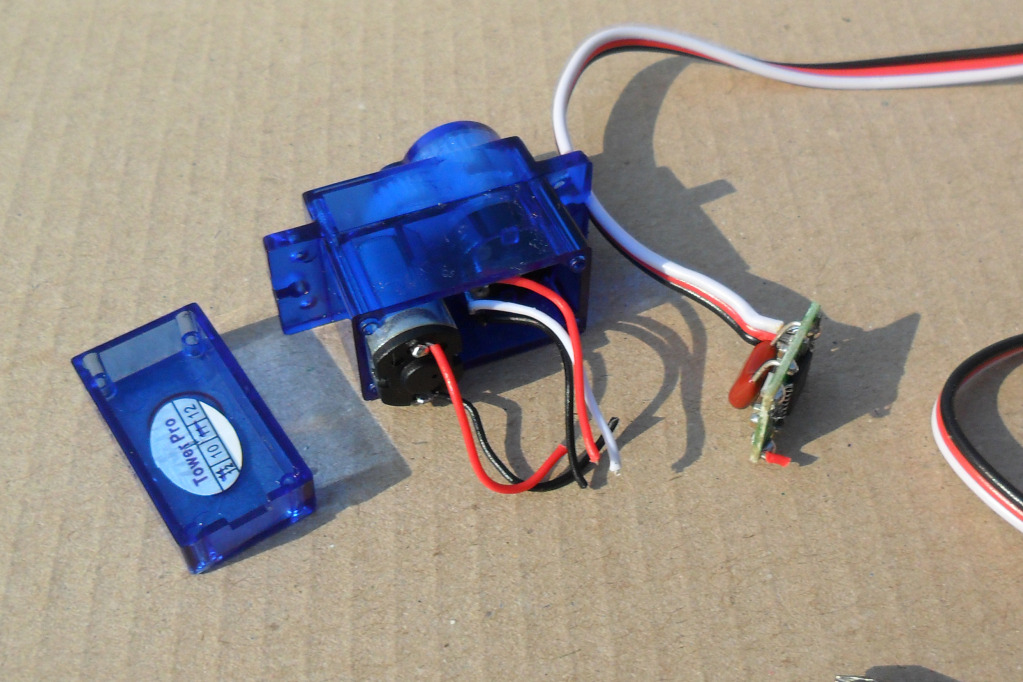 Instructions To Make Continuous Motor From A Servo SAM_1001