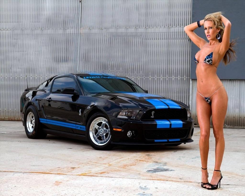 WEDNESDAY MEN!! 2010-ford-mustang-girls-cars_1d0d8fb6