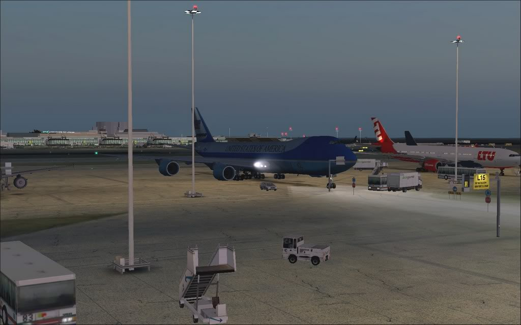 [FS9] - Air Force One na Cimeira da NATO em Lisboa - Partida de LPPT PC1-2010-nov-20-004
