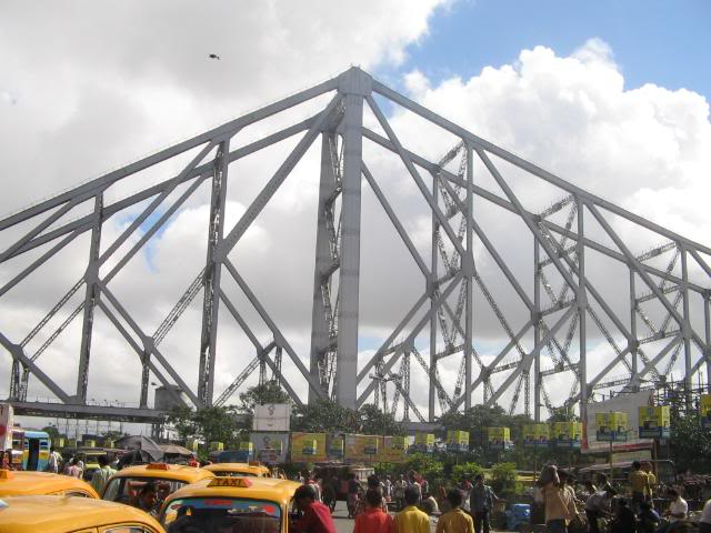 Pictures from my little vacation in India (warning- may take years to load) Howrahbridge1