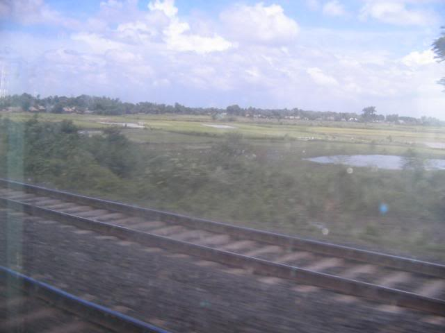 Pictures from my little vacation in India (warning- may take years to load) Viewfromtrain1