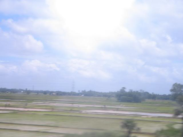 Pictures from my little vacation in India (warning- may take years to load) Viewfromtrain2