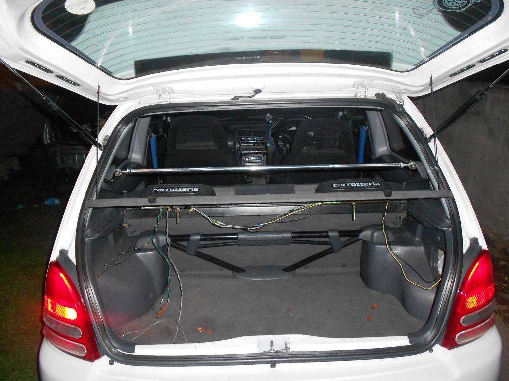My 98 Glanza V optional extra build Midspoiler015