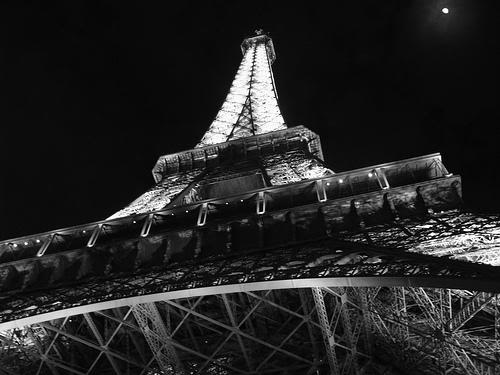 Paris city of love Black-and-white-4