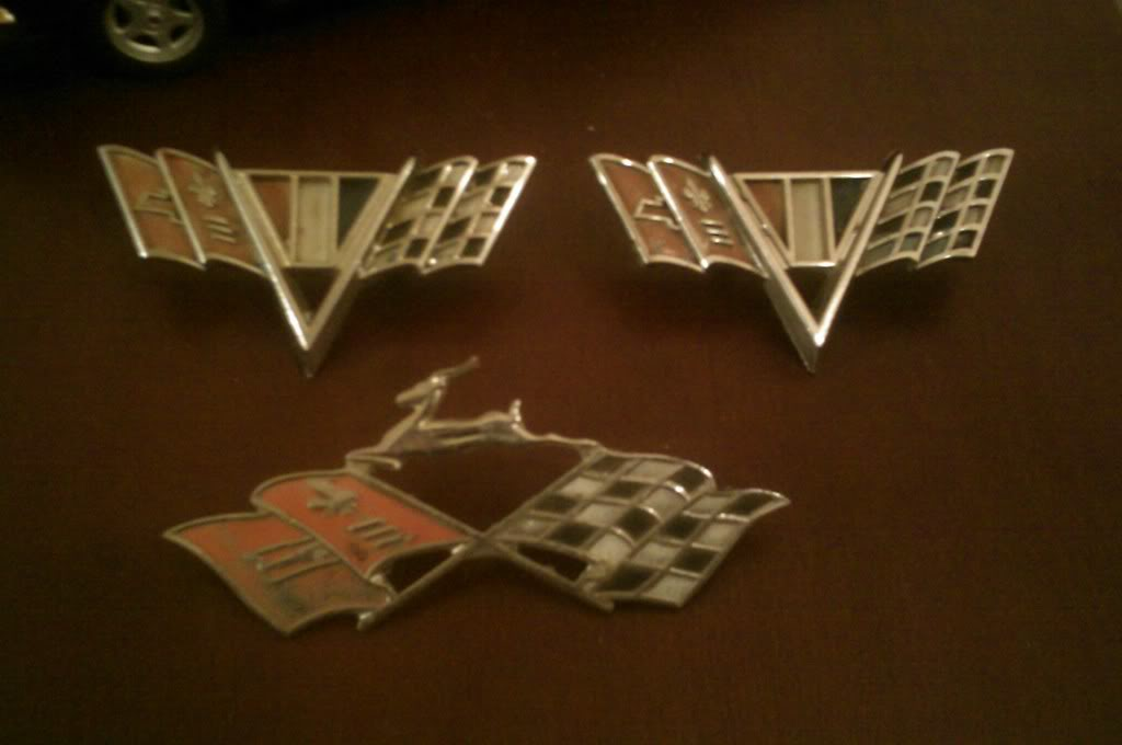 F/S antique OEM Impala badges IMAG_0401