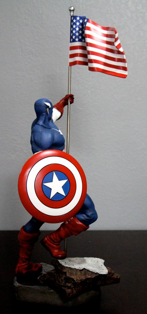 Premium Collectibles : Captain America - Comics Version IMG_4605_zps514ead51
