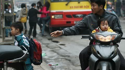 Cận cảnh những kiểu đến trường của học sinh Việt 120103HDdihoc07