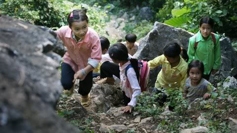 Cận cảnh những kiểu đến trường của học sinh Việt 120103HDdihoc08