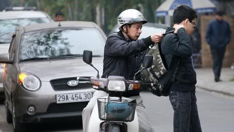 Cận cảnh những kiểu đến trường của học sinh Việt 120103HDdihoc11