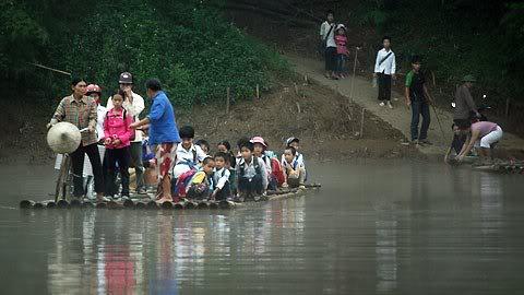 Cận cảnh những kiểu đến trường của học sinh Việt 120103HDdihoc13