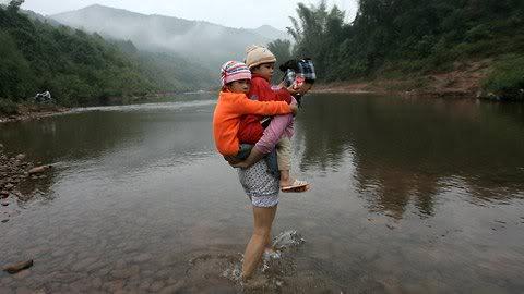 Cận cảnh những kiểu đến trường của học sinh Việt 120103HDdihoc14