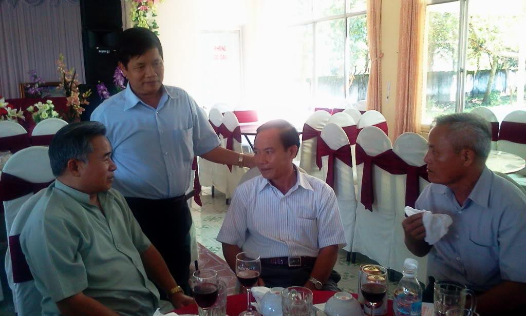 Hình ảnh cựu HV khóa 7 họp mặt kỷ niệm 25 năm tốt nghiệp SQLQ2 2012-09-09103755