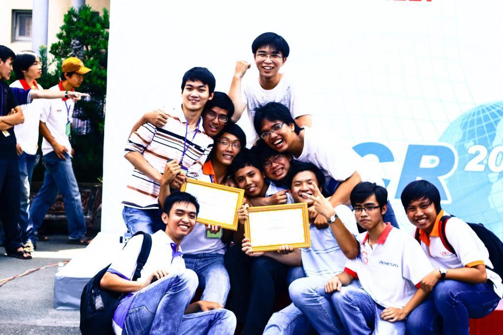 Đại học Việt - Đức giành giải nhất đua xe tự hành 278852_483227168354640_2132927995_o