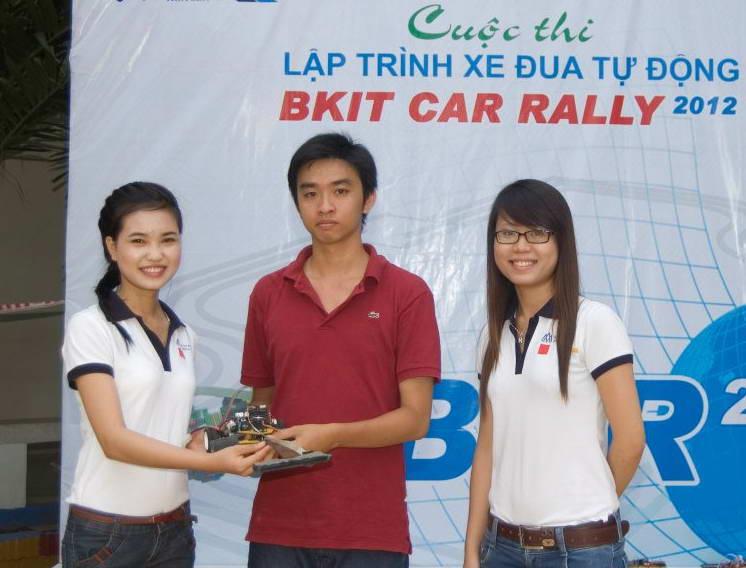 Đại học Việt - Đức giành giải nhất đua xe tự hành 304959_404716226243705_559241737