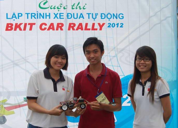 Đại học Việt - Đức giành giải nhất đua xe tự hành 625528_402486779799983_1803902076