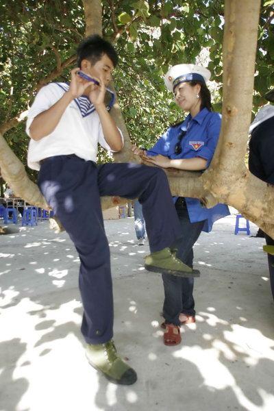 Hoa hậu Hương Giang đi chăn vịt ở Trường Sa 375410_300649489964796_100000592429154_1237349_879221478_n