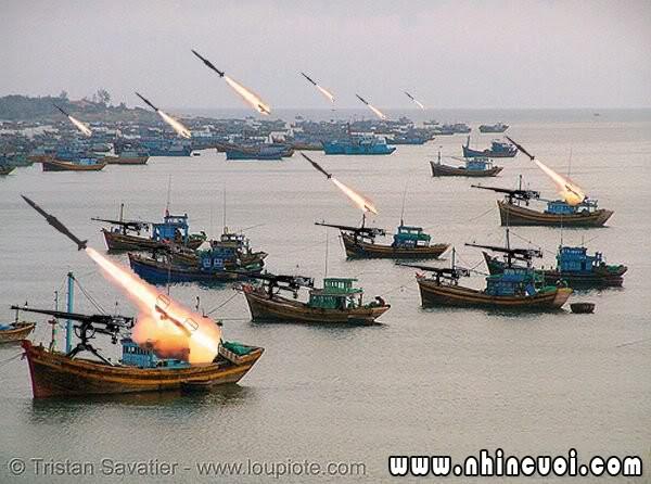 """Ngợp trước dàn vũ khí """"siêu khủng"""" của Nga Quan-doi-vn-hung-manh-the-nay-thi-tau-khua-tuoi-gi"""