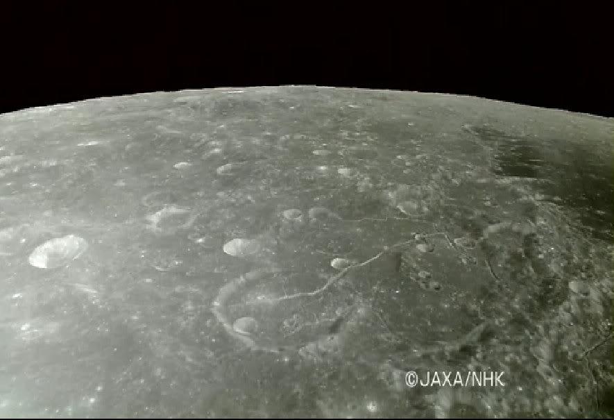 Mais qu'y a-t-il de tellement secret sur la Lune… ? - Page 5 Fissure