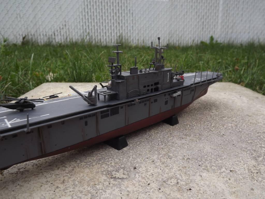 USS Tarawa de Revell au 1/720 DSCF0729