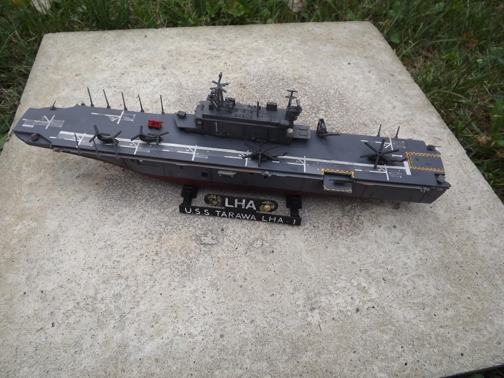 USS Tarawa de Revell au 1/720 DSCF0731