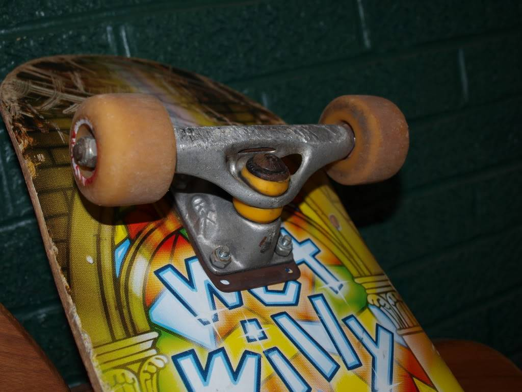doin my best j gonzales impression: sellin shit! Skateboard03