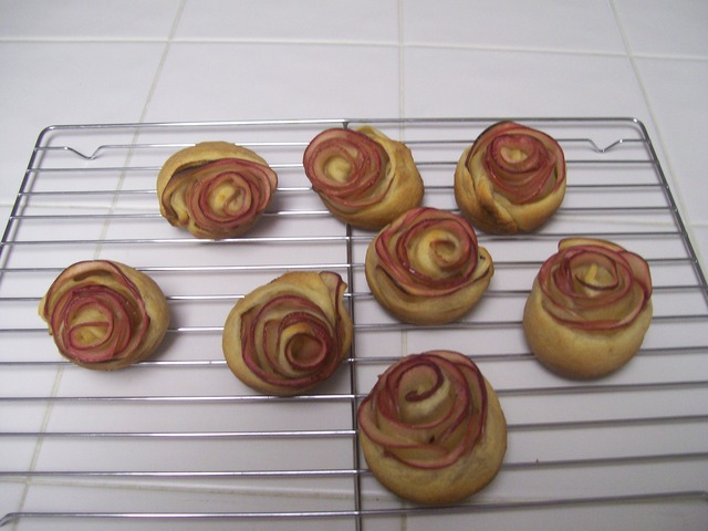 Apple Rose Pastry Crescent%20Roll%20Roses