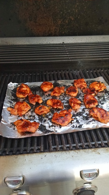 Sticking aluminum chicken wing pan. IMG_20151231_171550864