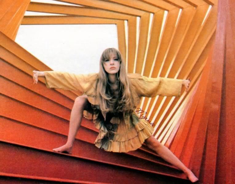 """1989-02. [ FOTOS ] Edith González en la revista """"Estrellas"""" Estrellas2"""