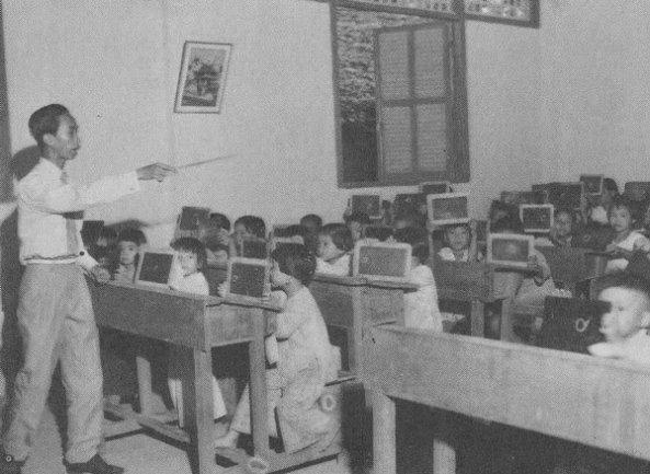Giáo dục thời Việt Nam Cộng Hòa - Page 3 GD014