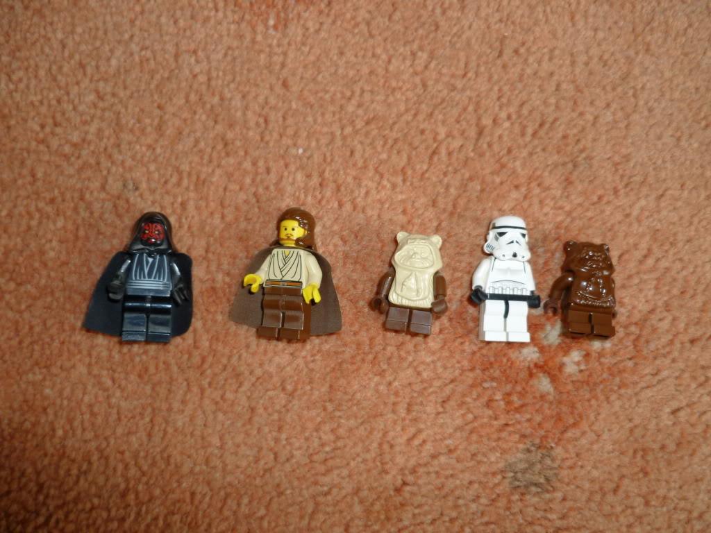 SOLD: a few lego Mini Figs P1000157