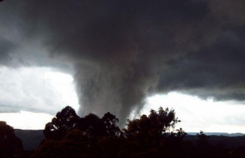 Formacao de tornado ontem em Nova Petropolis-RS 70408eab06fd6cd039f611827b4f0b32_zpsecbad2a1