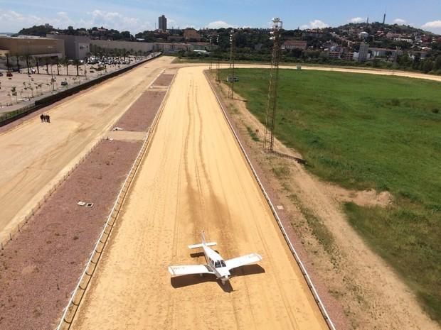 [Brasil]Monomotor faz pouso de emergência em hipódromo de Porto Alegre Img-20150225-wa0023_zpsjbw8kb9k