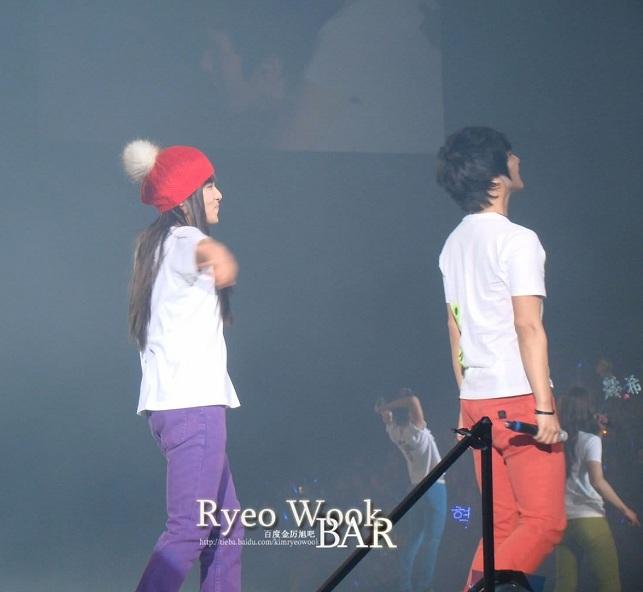 Moment YeWoon Super Show 2 Beijing Tumblr_mgb0miu8V61r4vw0po4_1280_zpsc0b9feee