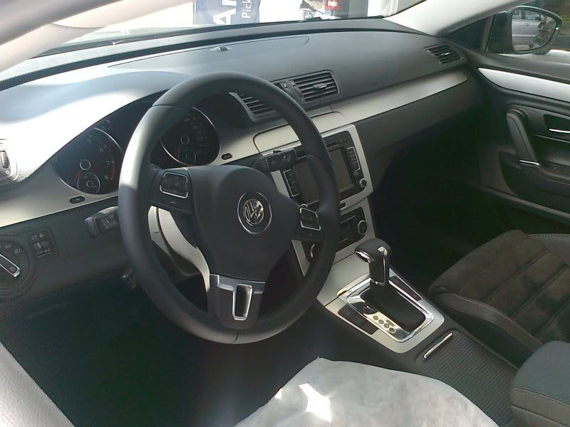 Volkswagen PASSAT 1/18 Foto0100