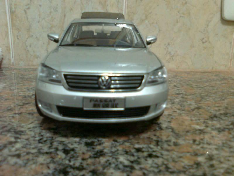 Volkswagen PASSAT 1/18 Foto0177