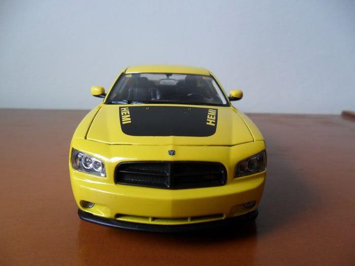 Dodge Charger R/T, escala 1/24 SAM_0323
