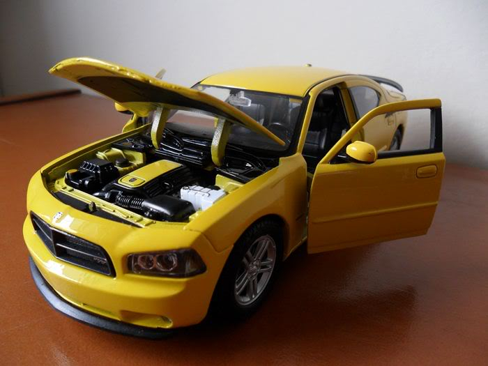 Dodge Charger R/T, escala 1/24 SAM_0339