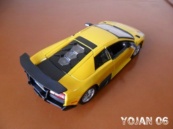 Lamborghini Murcielago LP670-4 SV, escala 1:24 SAM_0783