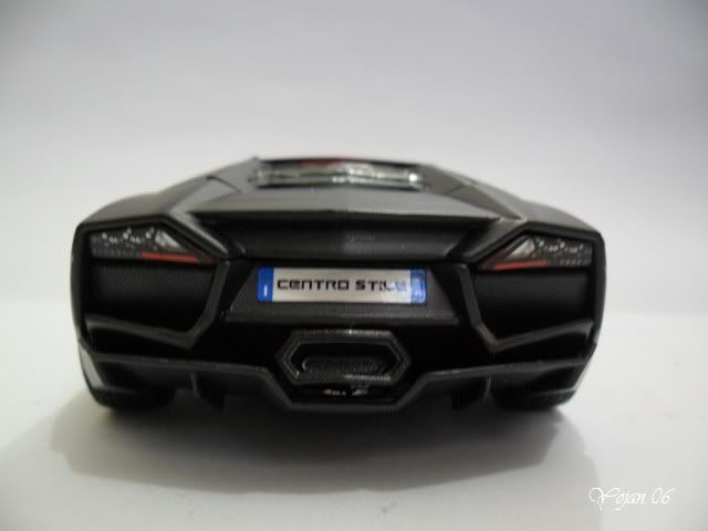 Lamborghini Reventon, escala 1:24 SAM_2171