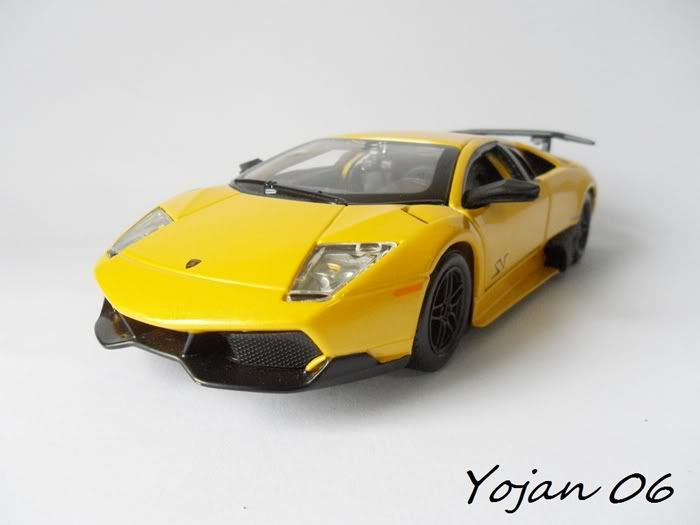 Lamborghini Murcielago LP670-4 SV, escala 1:24 SAM_3863