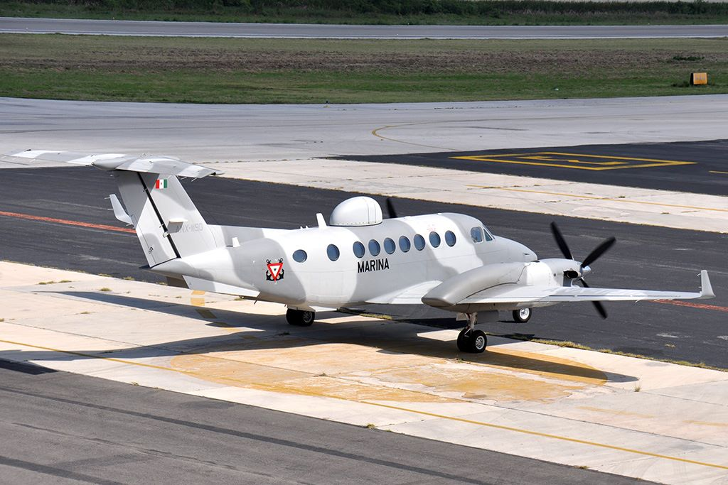 Beechcraft King Air 350 Naval  10688319_801065206604075_2057794557750800505_o_zpsfca03f63