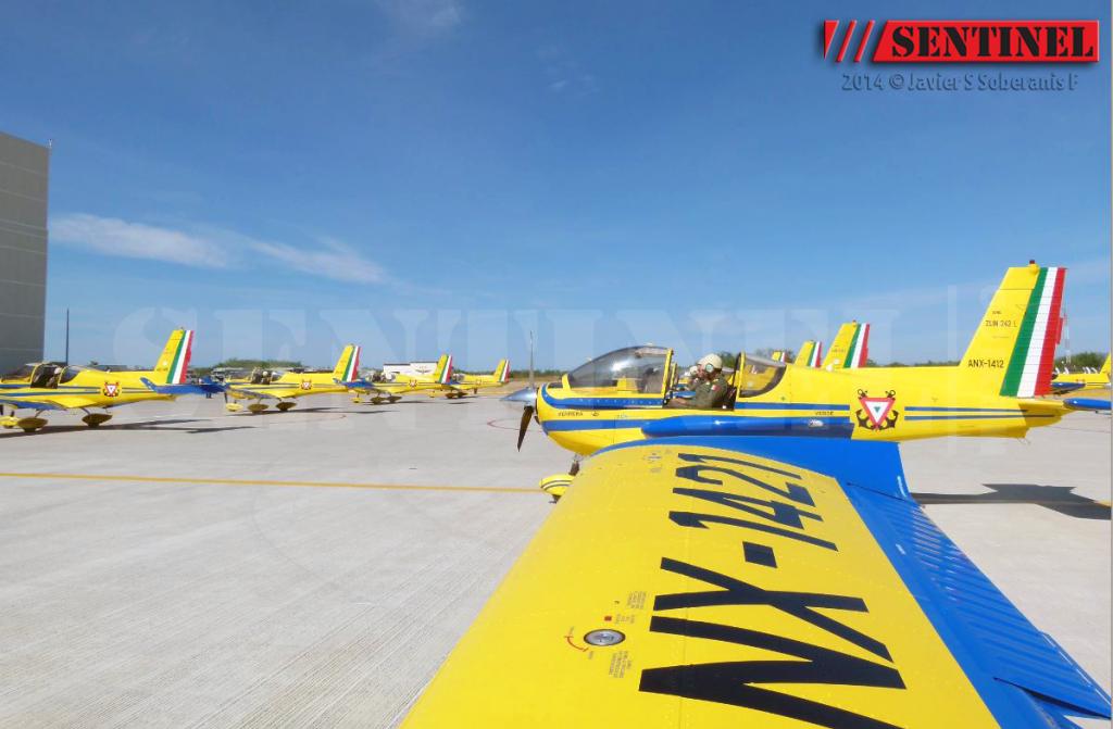 Adquisición de 10 nuevos aviones Zlin 242L para Adiestramiento Basico SEMAR - Página 8 10553676_509353049168353_364794572963635285_o_zps2ec85d0b