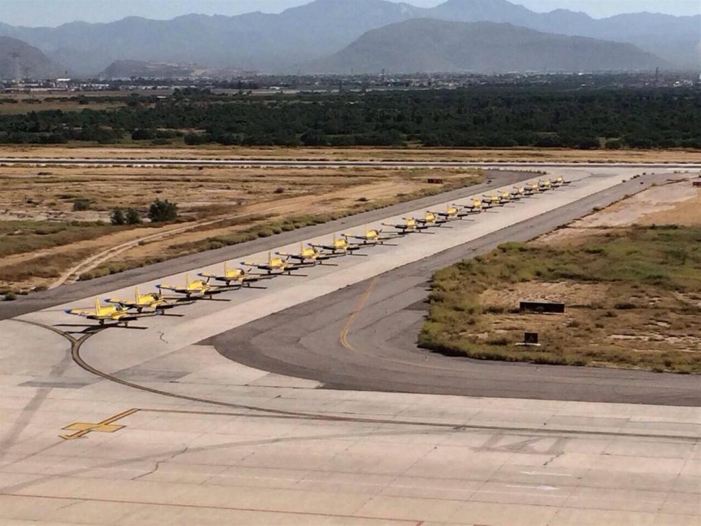 Adquisición de 10 nuevos aviones Zlin 242L para Adiestramiento Basico SEMAR - Página 8 10733563_592859984152139_6398891494656991049_o_zps9ad9f78c
