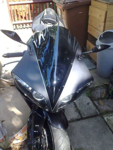 Yamaha R1 Back in Black 44278_1178732564883_1725224406_368236_3330417_n