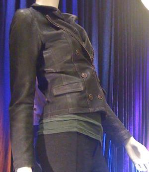 Articulos Sobre Amanecer - Página 8 Belstaff-double-breasted-zip-leather-jacket-profile